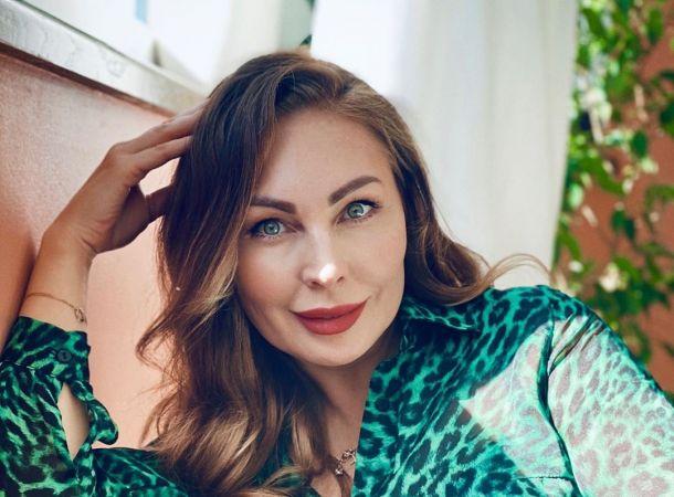 Наталья Бочкарева снялась в дерзком мини в образе