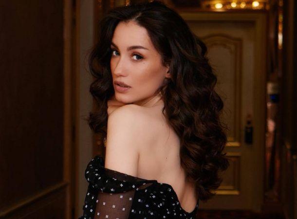 Виктория Дайнеко оголила грудь ради благой цели