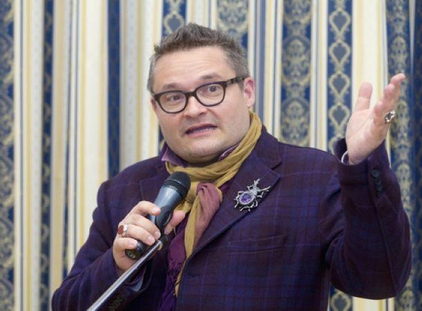 Александр Васильев пополнил свою коллекцию нарядами Юлии Началовой