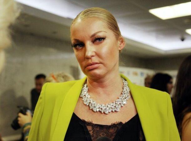 Анастасия Волочкова выбрала для опоры шпагата два вертолета