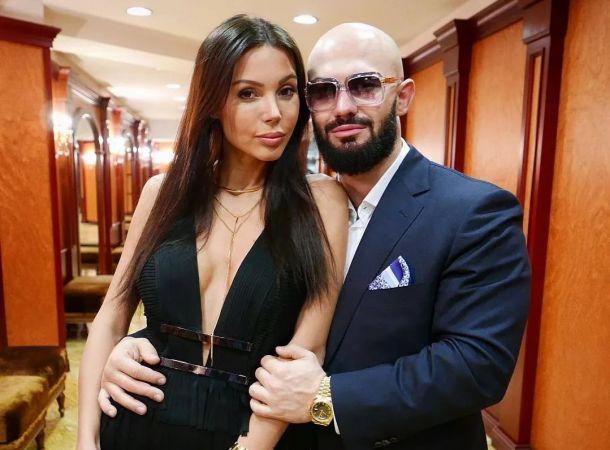 Оксана Самойлова и Джиган отправились в отпуск шумной компанией