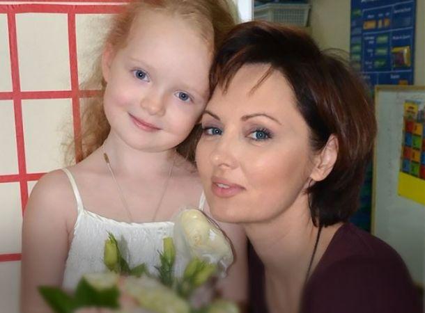 9-летняя дочь Елены Ксенофонтовой впервые сыграла в спектакле