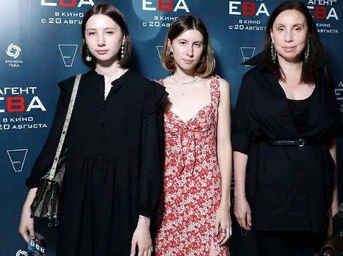 Красавицы-дочки Валерия Меладзе вышли в свет с его бывшей женой