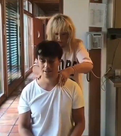 Максим Галкин уговорил 71-летнюю Пугачеву на массаж