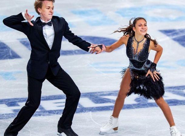 Глеб Смолкин попозировал на льду со своей девушкой Дианой Дэвис
