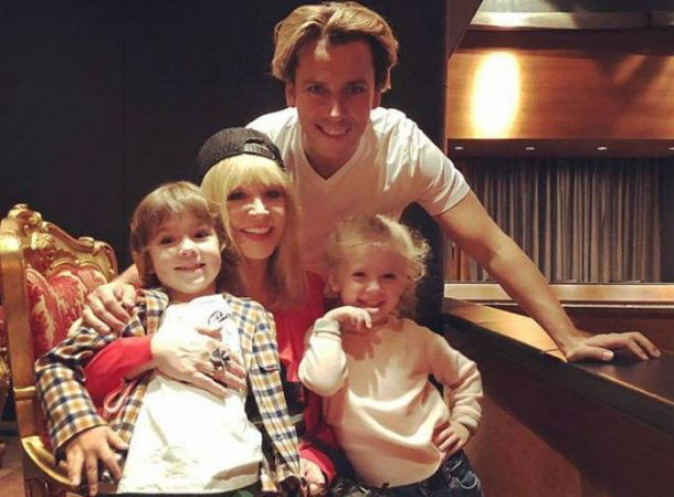 Максим Галкин показал грустные кадры с женой и сыном