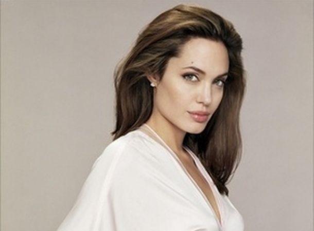 Анджелина Джоли планирует переехать с детьми в Великобританию