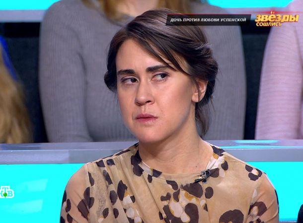 Раздевшаяся дочь Любови Успенской назвала своих соседей извращенцами