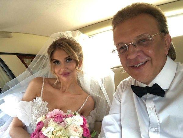 Рома Жуков и его молодая возлюбленная узаконили отношения