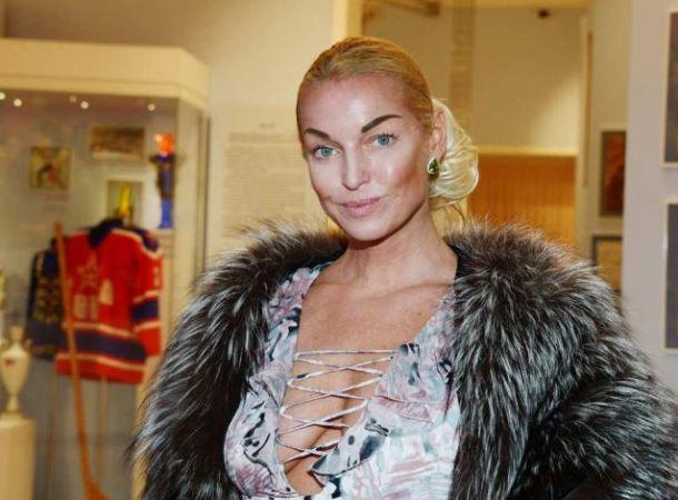Похудевшая Анастасия Волочкова похвасталась формами в бикини