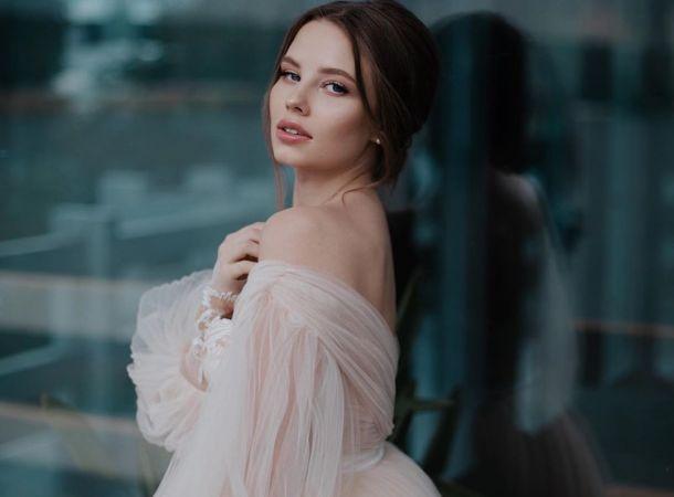 Молодую жену Арсения Шульгина подозревают в беременности