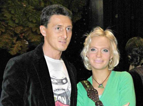 Рустам Солнцев откопал комичную фотографию Глюкозы с её свадьбы