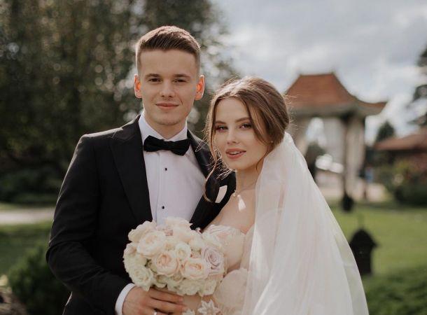 Арсений Шульгин с молодой женой отмечают медовый месяц в роскошном отеле за границей