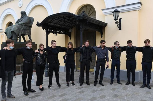 Бориса Клюева проводили в последний пусть нескончаемыми аплодисментами у Малого театра