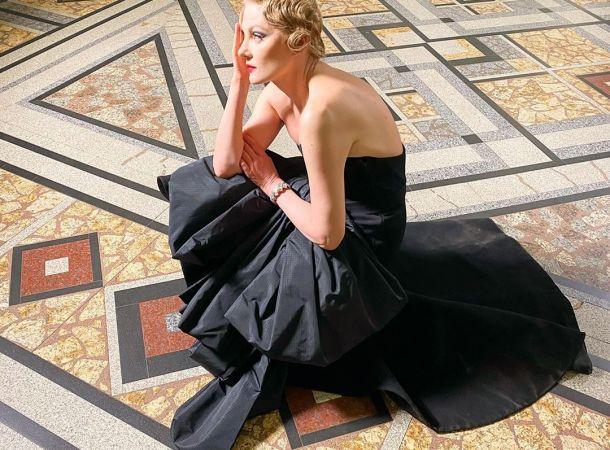 53-летняя Рената Литвинова восхитила идеальной фигурой в монокини