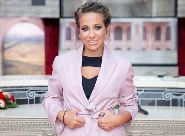 Юлия Барановская продемонстрировала располневшую фигуру на премии «Жара Music Awards»