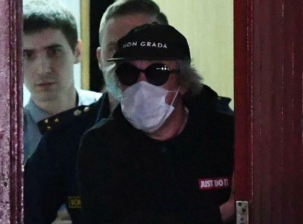 Выяснилось, в каких условиях Михаил Ефремов отбывает срок