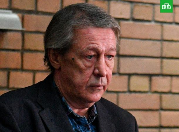 Михаила Ефремова поместили в камеру с двумя арестантами