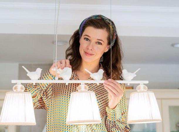 Екатерина Шпица восхитила публику роскошным платьем с корсетом