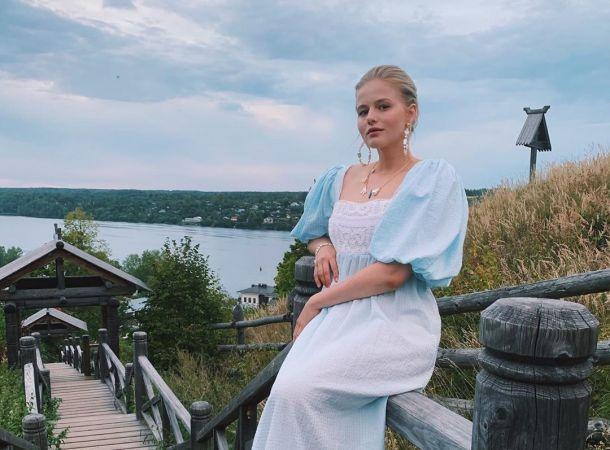 Александра Бортич показала себя с огромным животом