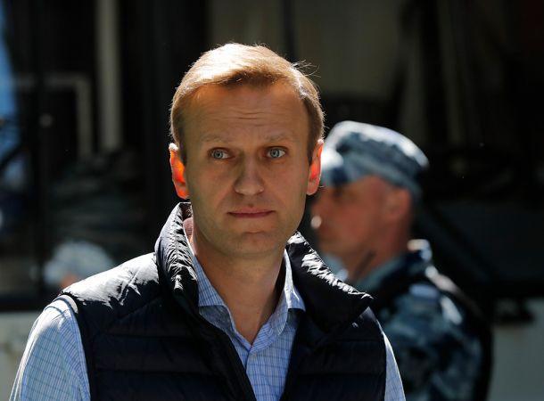 Появилось первое фото Алексея Навального после выхода из комы