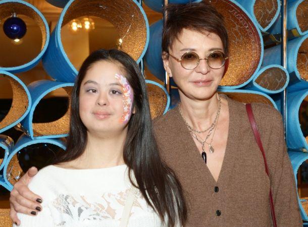 «Особенная» дочь Ирины Хакамады похвасталась новой прической