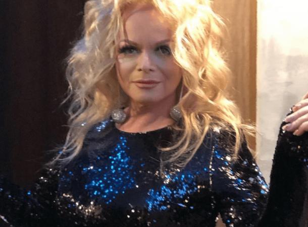 65-летняя Лариса Долина вышла на сцену в дерзких скинни и косухе
