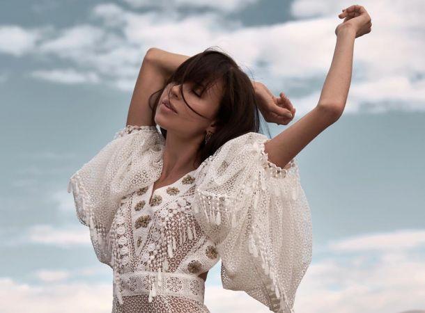 Мирослава Карпович засветила грудь в пикантной фотосессии