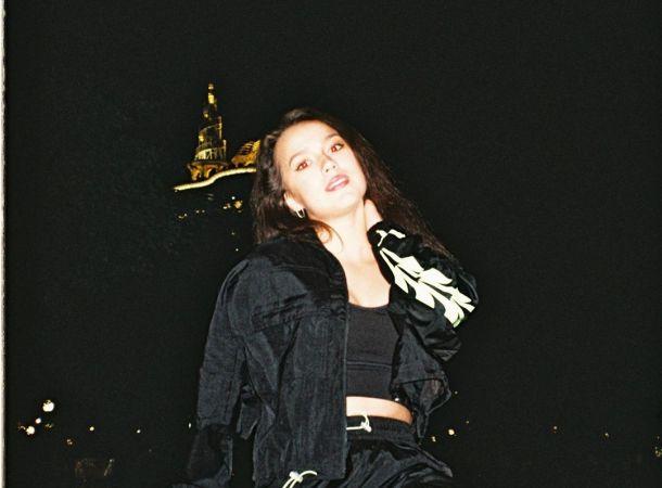 Алина Загитова восхитила поклонников ночной фотосессией