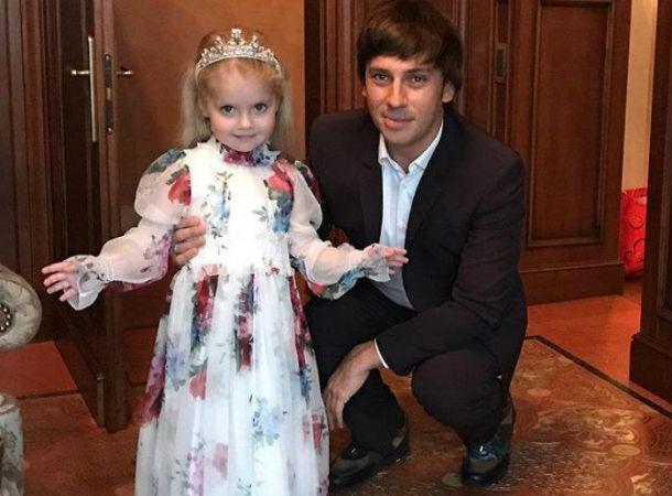 Максим Галкин и его дочь показали свои навыки во французском языке