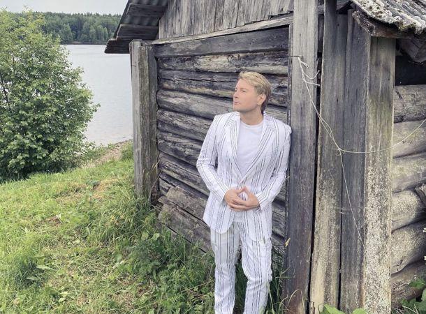 Николая Баскова заподозрили в наличии жены и дочери