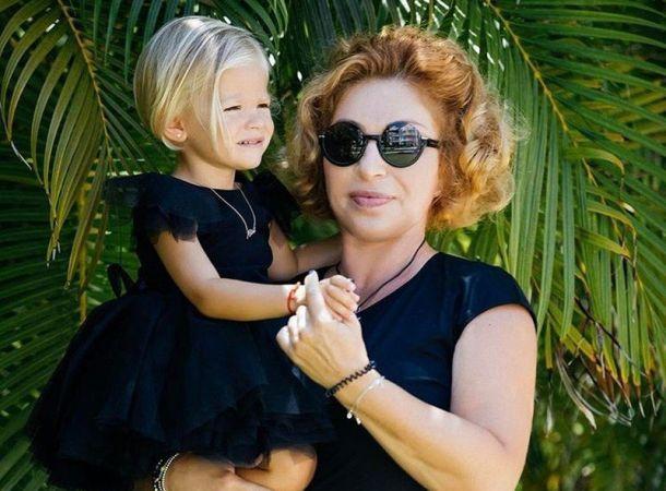 Мама Тимати отвела его дочь в салон красоты, готовя перед участием в новом проекте