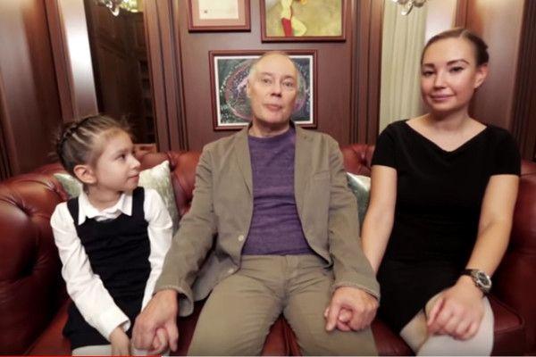 Ослепший от горя Владимир Конкин после похорон дочери закрылся в квартире