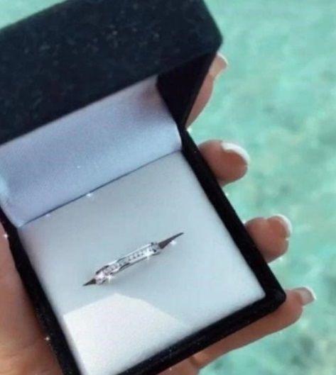 Гуф подарил своей девушке роскошное кольцо с бриллиантами