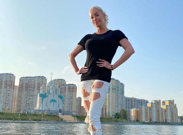 Анастасия Волочкова засветила лицо таинственного жениха