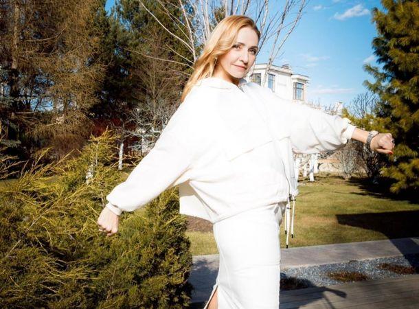 45-летняя Татьяна Навка похвасталась точеной фигурой в купальнике