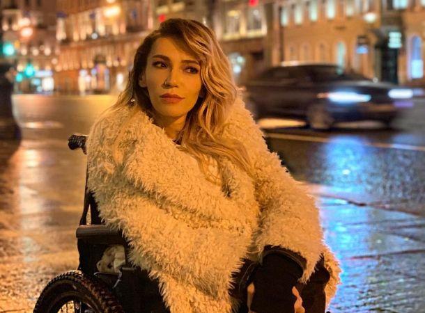Прикованную к инвалидной коляске Юлию Самойлову не пустили в магазин шуб