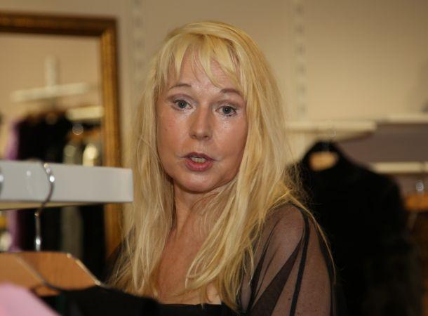 Разбитая инсультом Елена Кондулайнен передвигается на ходунках