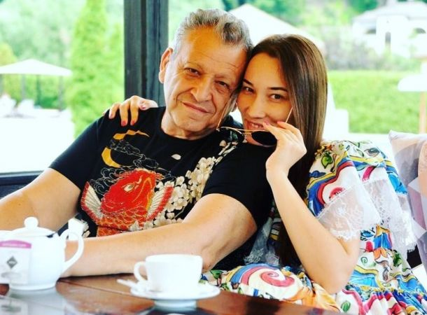 Жена Бориса Грачевского перестала скрывать лицо маленького сына