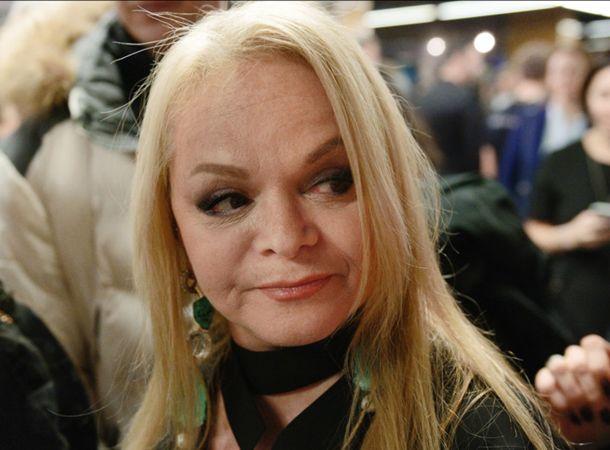 Премьера спектакля с Ларисой Долиной задержалась из-за приезда полиции