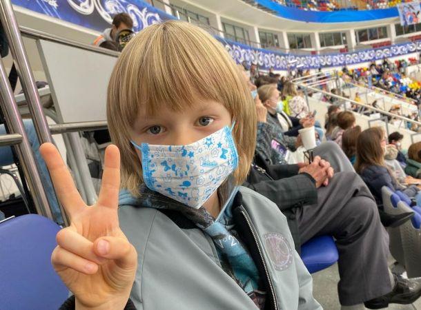 """7-летний Саша Плющенко зарабатывает на рекламе в """"Инстаграм"""" миллионы"""