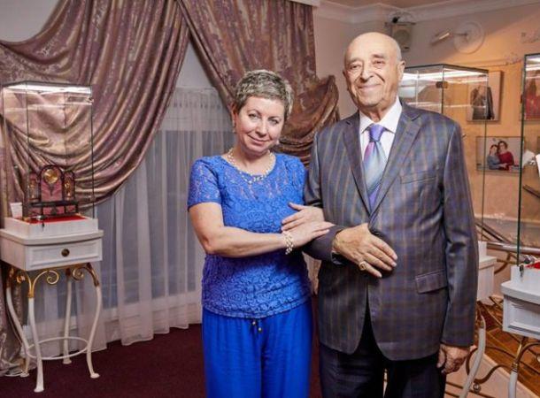Вдова Владимира Этуша извинилась за оскорбления певицы Славы и ее дочери