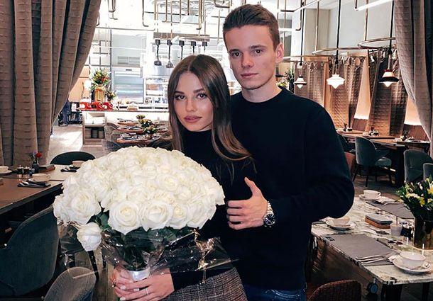 Арсений Шульгин перестал скрывать беременность супруги