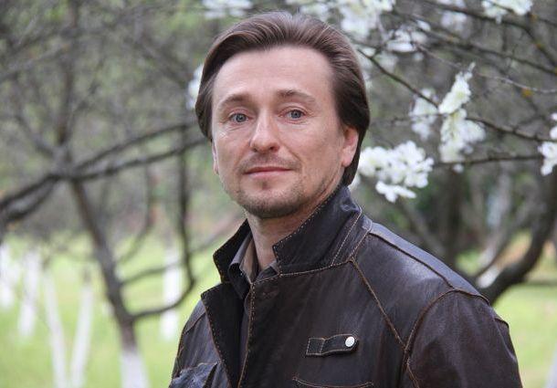 Сергей Безруков получил в подарок необычный торт