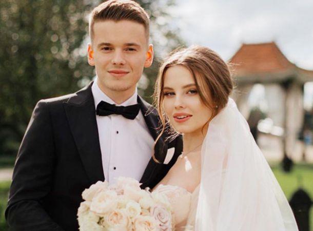 Арсений Шульгин и его беременная жена показали фото с УЗИ