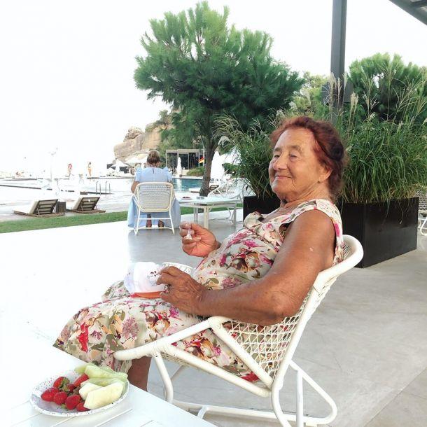 Наталья Водянова отправила маму и 90-летнюю бабушку на отдых в Турцию