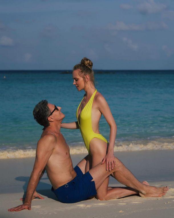 Глюкоза устроила пикантную фотосессию с мужем на Мальдивах