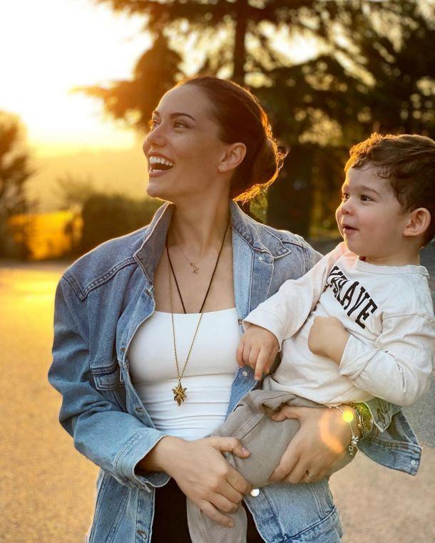 Фахрийе Эвджен показала редкий кадр с подросшим сыном