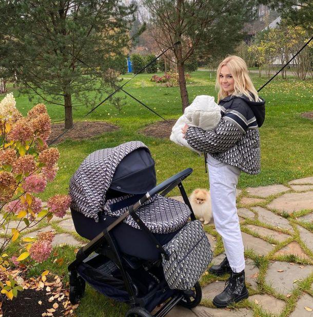 Кейт Миддлтон потратила на коляску для ребенка в три раза меньше, чем Яна Рудковская