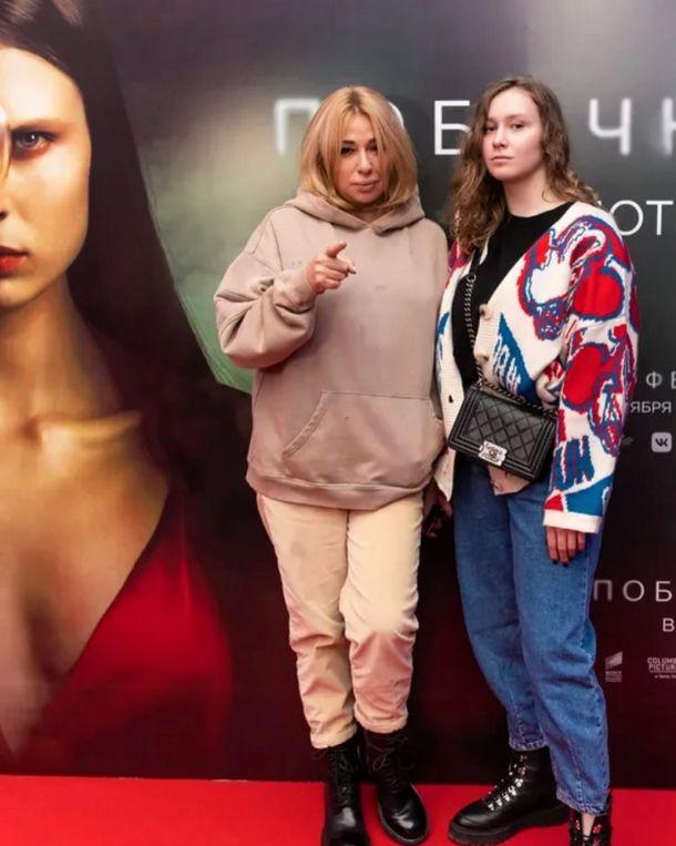 Алена Апина вывела в свет повзрослевшую дочь